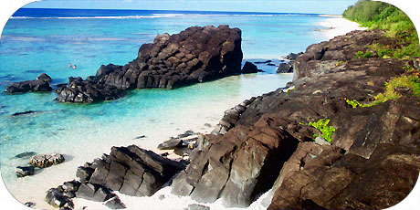 >>> Famous magic Black Rock basalt boulder in Nikao / © cookislands.com